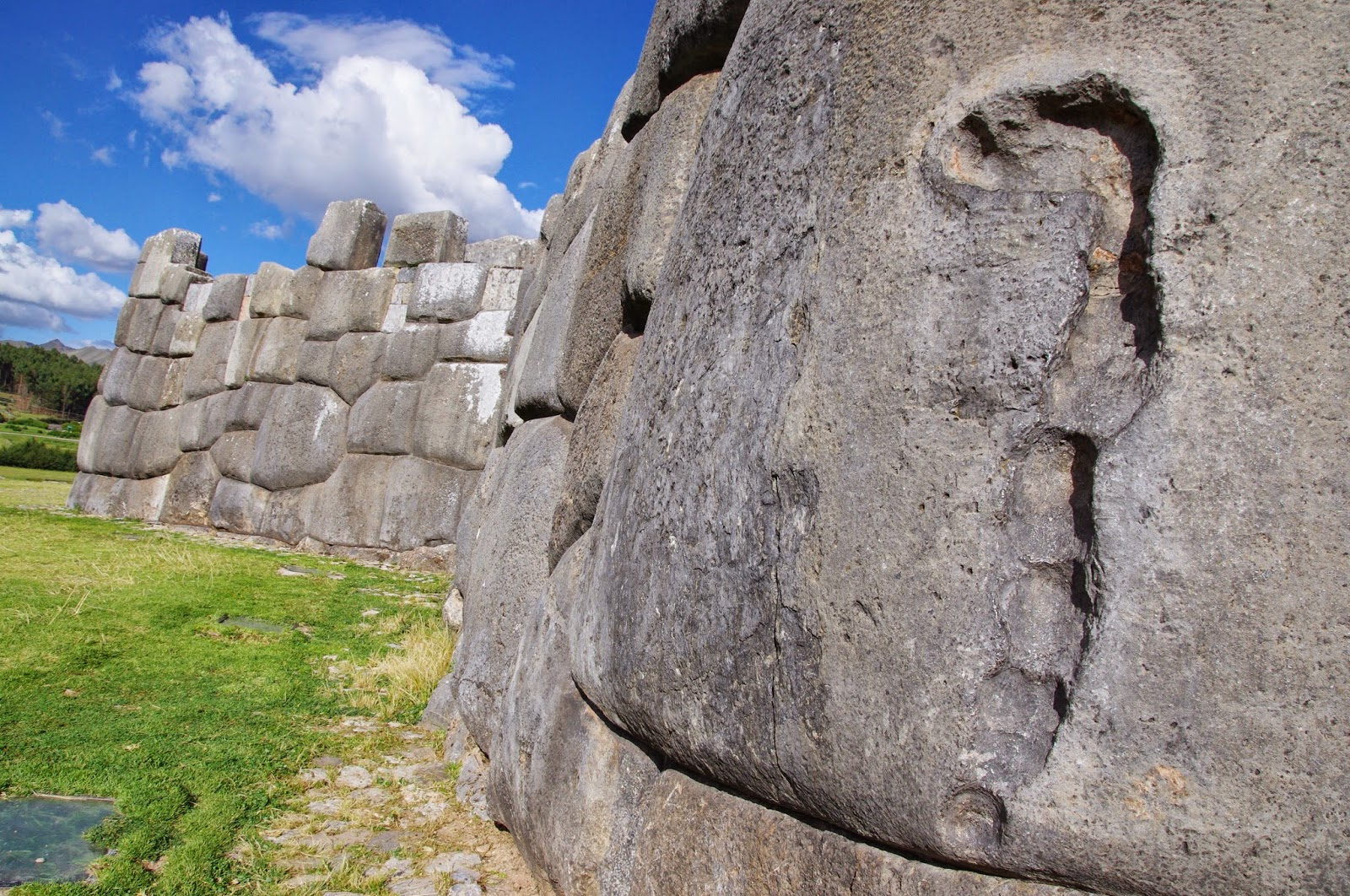 Саксайуаман, Перу мегалит