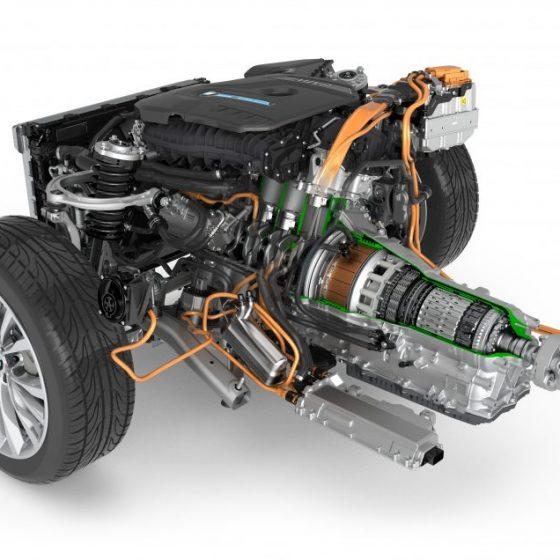 Автомобиль электрическими двигателями