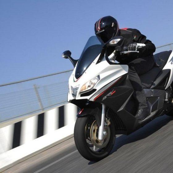 Самый мощный и быстрый макси скутер в мире