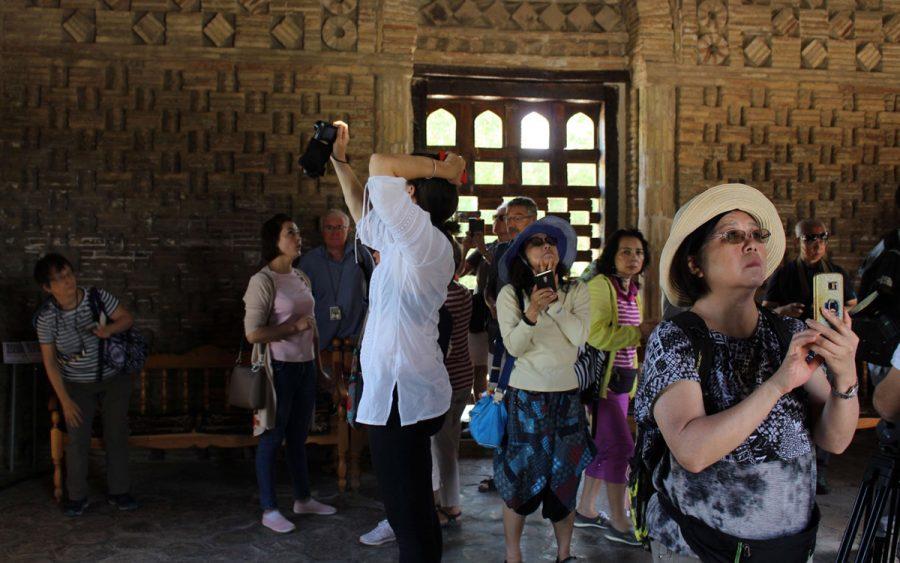 Туристы в Узбекистане